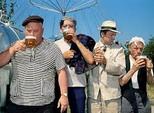 Год 1957-й. Пьем напитки, наши папы - пиво.
