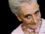 Пожилые женщины! В очередь за макияжем.